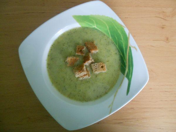 Brokolicová polievka s krutónmi |