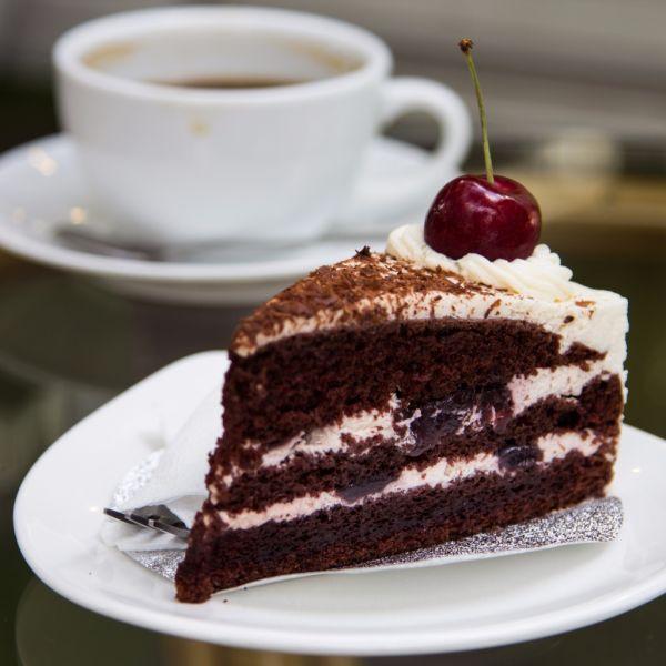 Višňová torta so šľahačkou |
