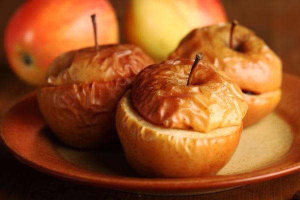 Pečené jablká plnené maslom  