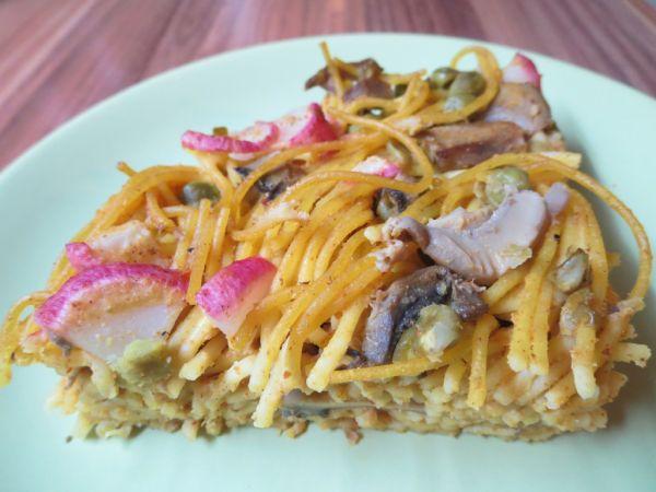 Špagetový koláč s hráškom a hubami |