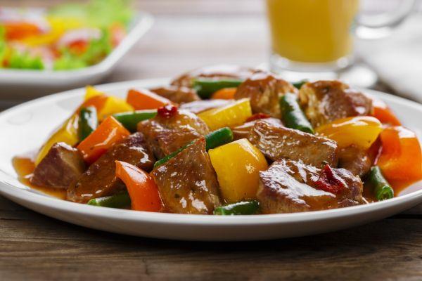 Dusené mäso so zeleninou |