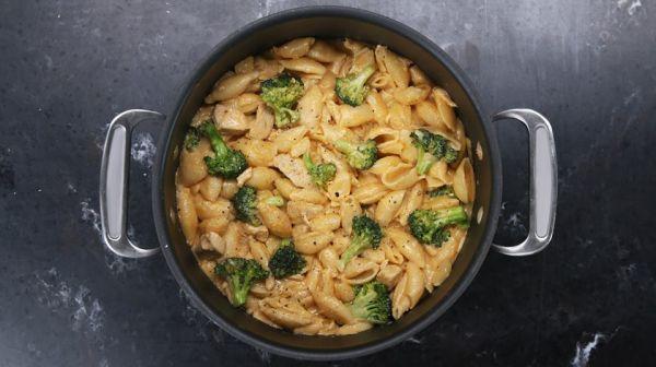 Cestoviny s kuracím mäsom a brokolicou |