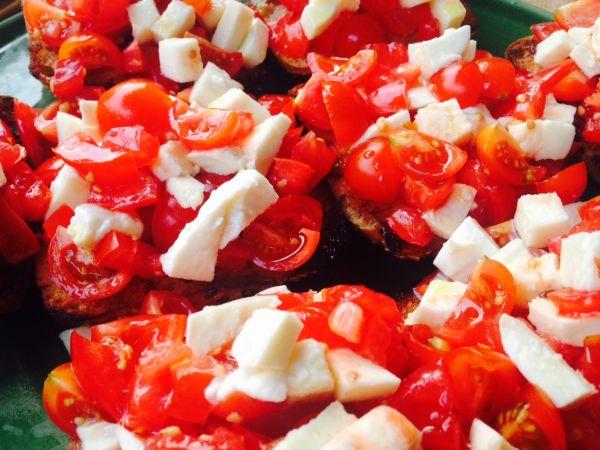 Bruschetta pomodoro e mozzarella |