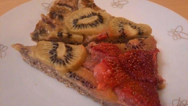Bezvaječný koláč z ovsených vločiek s ovocím |