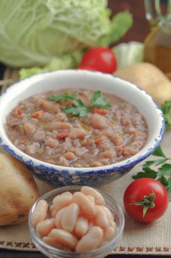 Ribollita  toskánska fazuľová polievka |