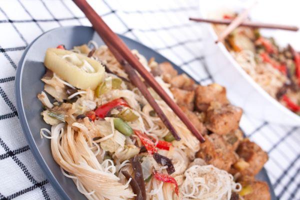 Čínske ryžové rezance s hubami a mäsom |