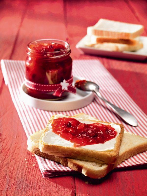 Jahodový džem s brusnicami a ovocným cukrom |
