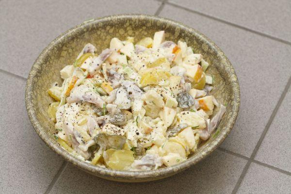 Šalát z kyslej ryby s majonézou |
