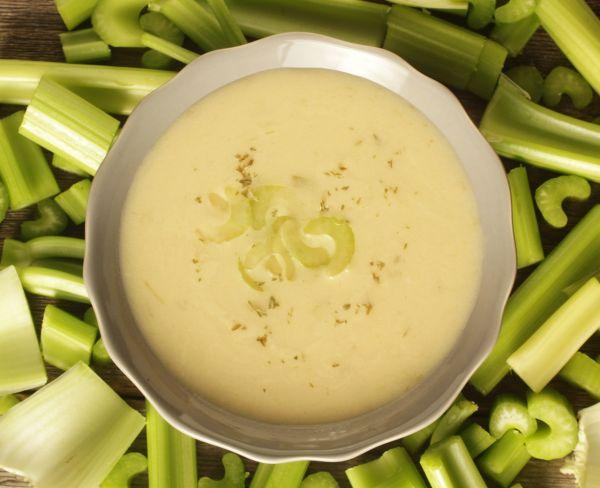 Výživná krémová zelerová polievka |