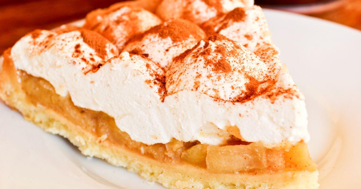 Jablkový koláč so šľahačkou, fotogaléria 1 / 1.
