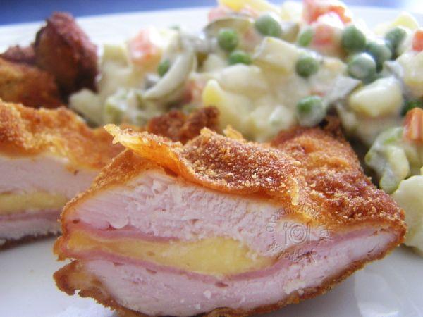 Plnený bravčový rezeň a zemiakový šalát |