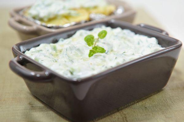 Tzatziki (uhorkový šalát s jogurtovým krémom) |