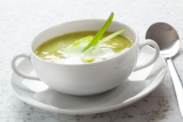 Pórová polievka so žemľovými knedličkami |