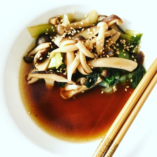Videorecept: Ázijská hríbová polievka s pak choy kapustou ...
