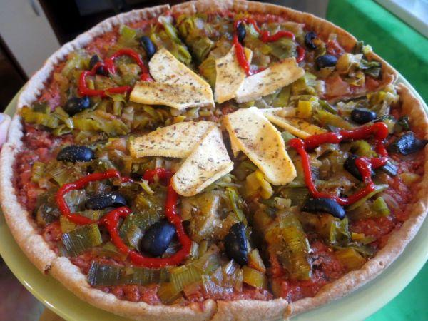 Špaldová pizza so sardinkovou omáčkou a pórkom ...