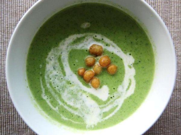 Brokolicová polievka s ovsenou smotanou |