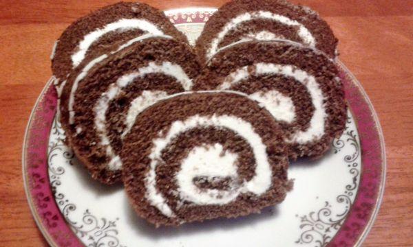 Kakaová roláda s tvarohovou nápňou |