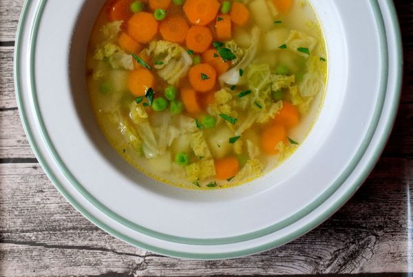 Mrkvová polievka s kelom a hráškom |