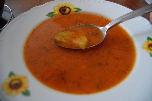 Rajčinovo-cuketová chilli polievka |