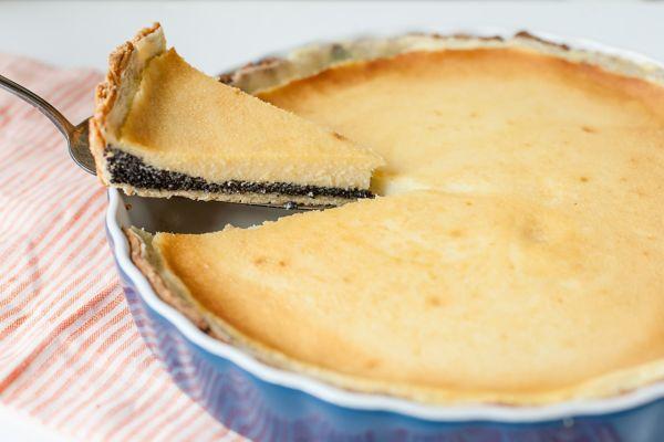 Krehký koláč s makovou plnkou |