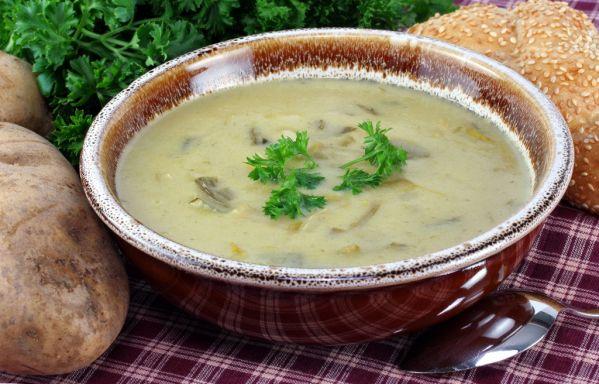 Pórová polievka so zemiakovou kašou |
