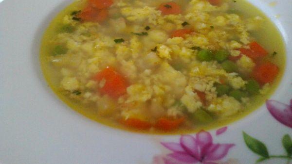 Zeleninová kari polievka s vajíčkom |