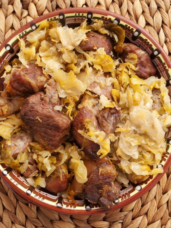 Pečené bravčové mäso s kyslou kapustou |
