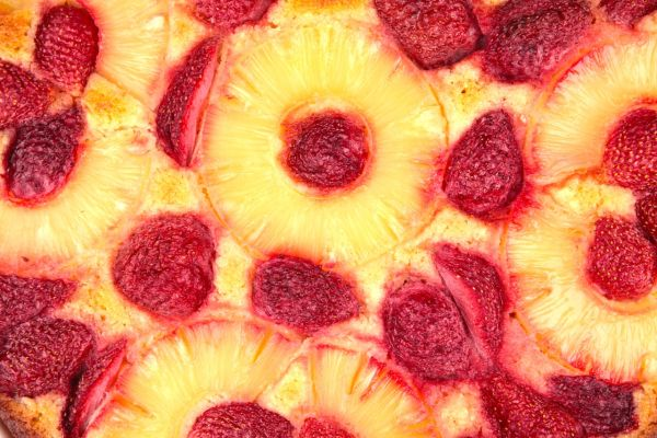 Bublanina s jahodami a ananásom |