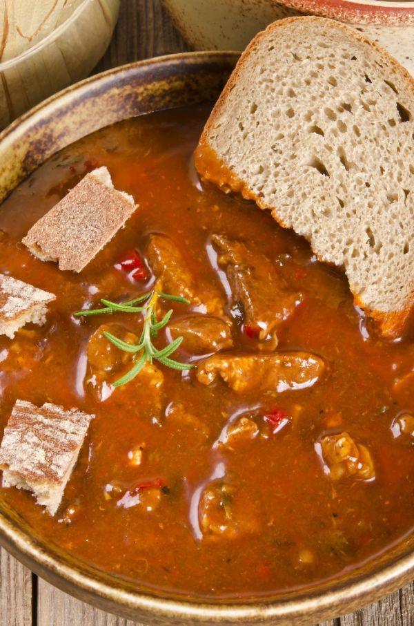 Maďarská guľášová polievka |
