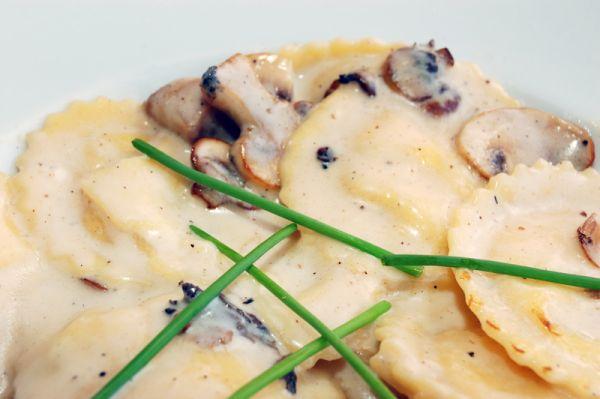 Ravioli v smotanovej omáčke so šampiňónmi |
