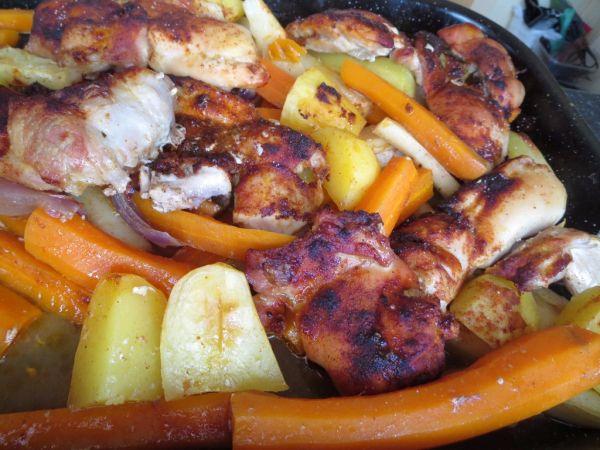 Pečené kuracie stehno s mrkvou na víne |