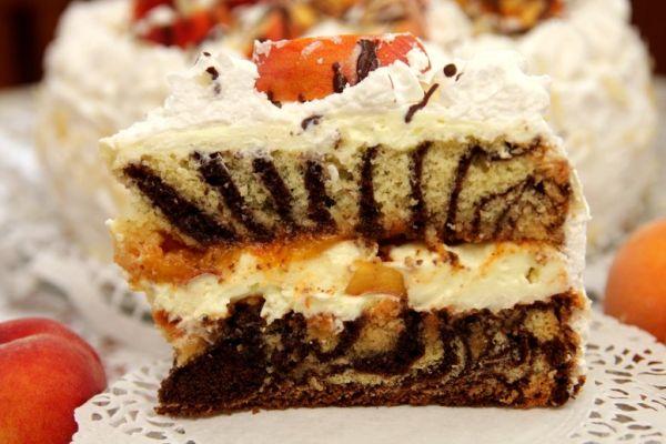 Mramorová torta s broskyňami |