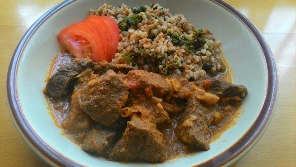 Dusené hovädzie mäso s indickým korením |