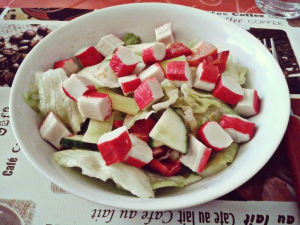 Zeleninový šalátik so surimi  krabie tyčinky |