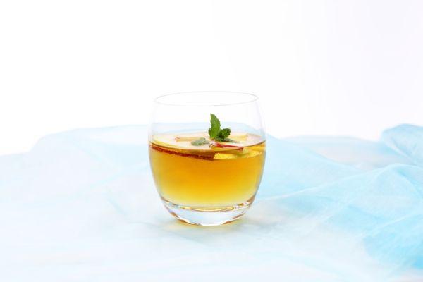 Medový jablčný koktail s pomarančovou šťavou |