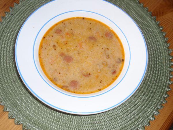 Fazuľová polievka s párkom a slaninkou |