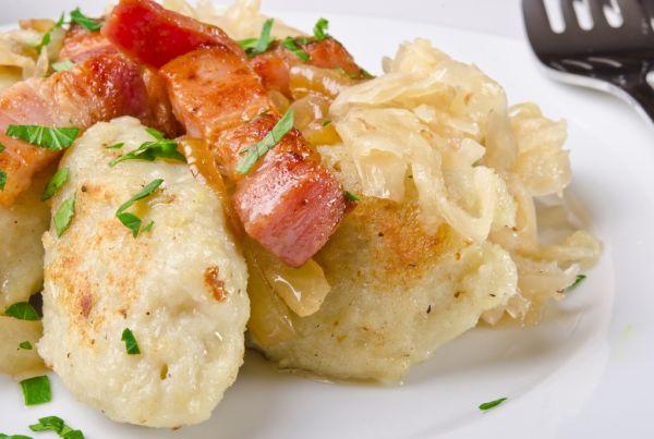 Zemiakové knedle s kapustou a slaninkou  