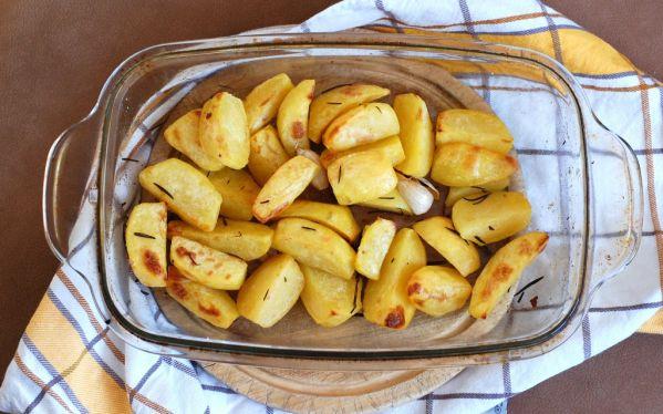 Chrumkavé zemiaky s cesnakom a rozmarínom ...