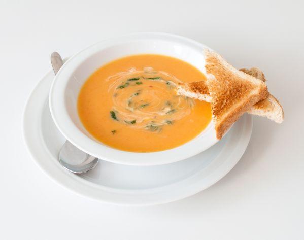 Mrkvová polievka s paštrnákom |