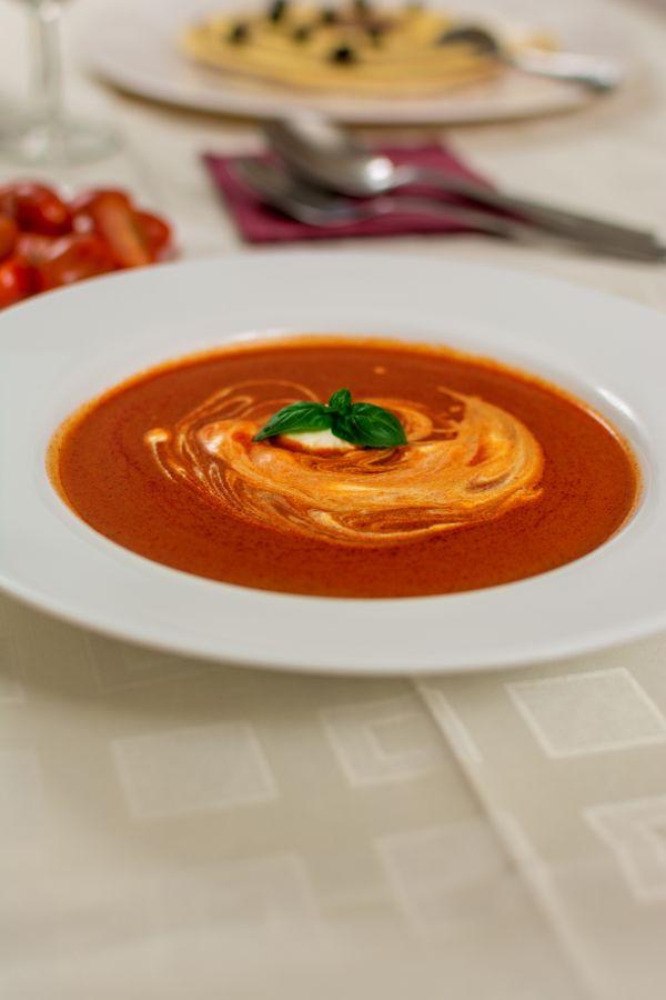 Polievka z pečených paradajok |