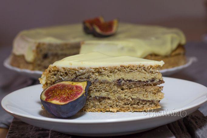 Orechová torta s datľovo-figovou marmeládou a jogurtovou polevou ...