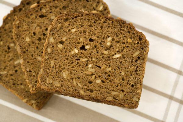 Tmavý chlieb so semienkami |
