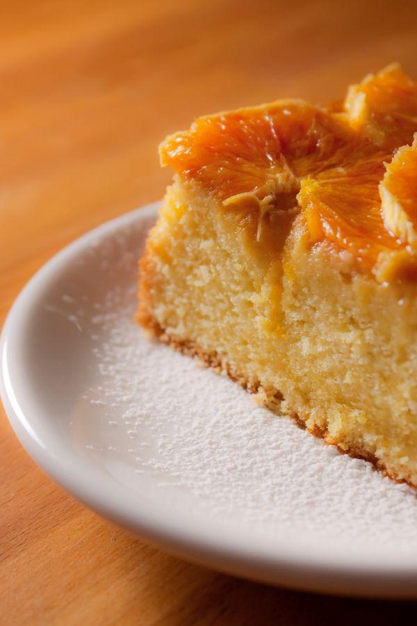 Šťavnatý pomarančový koláč s karamelom |