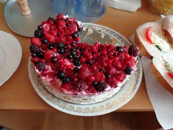 Letná jahodovo-smotanová osviežujúca nepečená tortička ...
