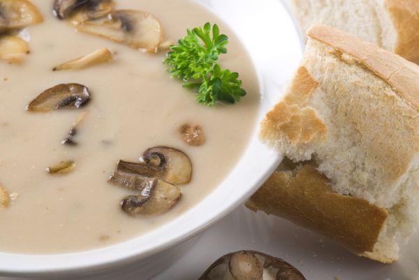 Kyslá zemiaková polievka s hubami |