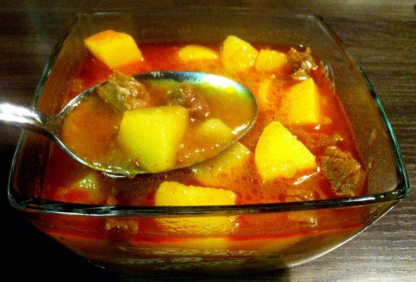 Nedeľná gulášová polievka |