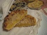Strúhané koláče z núdze cnosť s orechovou posýpkou