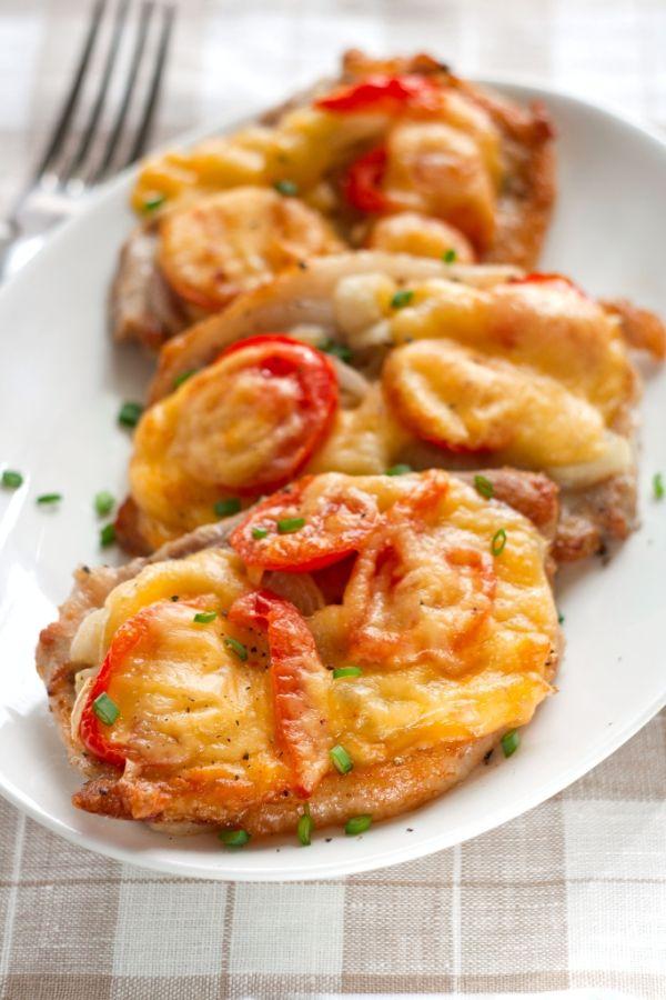 Zapekané karé so syrom a paradajkami |
