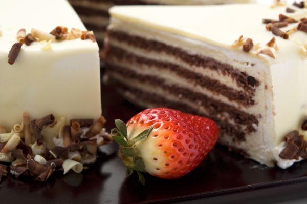 Biela čokoládová torta |