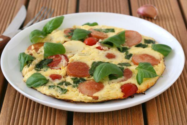 Paradajková omeleta s klobáskou |